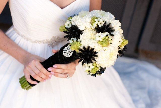 These bridal bouquets are photo 3447169-6